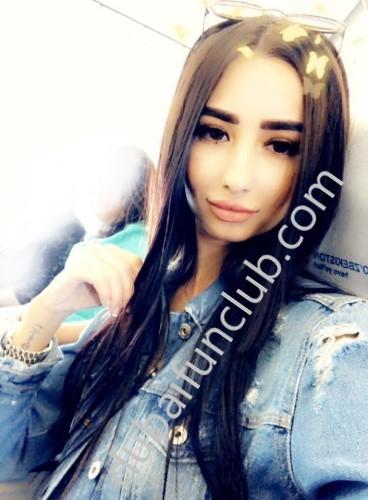 Dubai escort Isabella